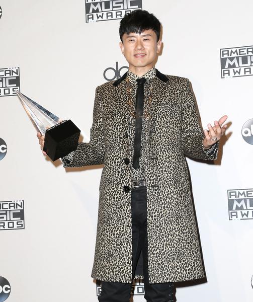 大陆歌手张杰获年度国际艺人奖。(Frederick M. Brown/Getty Images)