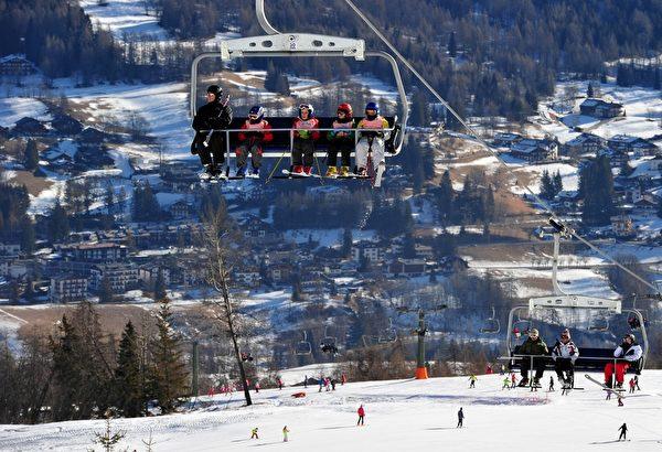 意大利克缔纳滑雪场(ALBERTO PIZZOLI/AFP/Getty Images) )