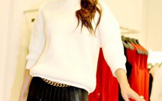 11月19日,维多利亚·贝克汉姆走访了她在曼彻斯特塞尔福里奇百货公司的精品店。(Shirlaine Forrest/Getty Images)