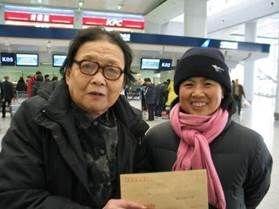 2006年1月高耀洁与李喜阁在一起(陈秉中提供)