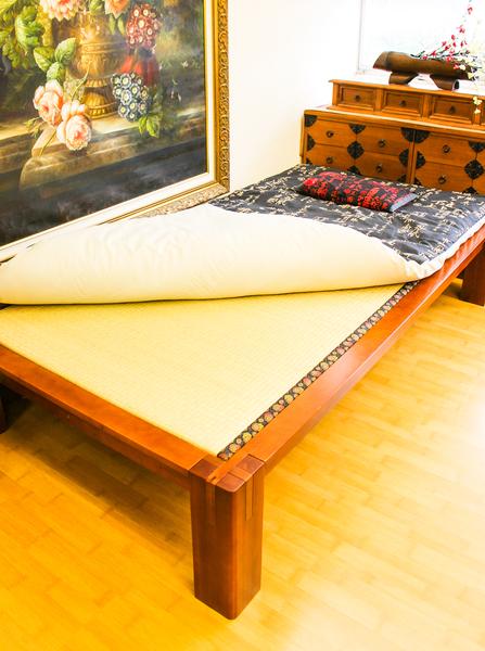 日本榻榻米床软硬适中,对腰酸背痛的人有健康益处。(王旭/大纪元)