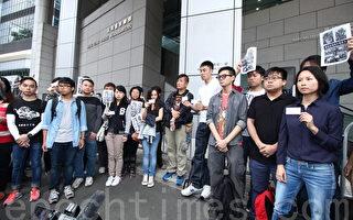 香港记协等五个新闻组织星期六(11月29日)到警察总部报案,投诉警察滥捕滥权及使用过分武力。(蔡雯文/大纪元)