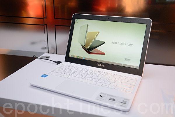 華碩推出小筆電EeePC的後代Eeebook,於資訊月首賣。(方惠萱/大紀元)