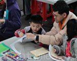 父母最好陪孩子一起動腦動手做工藝,提高孩子的學習能力與執行能力。(台灣羅東文化工場提供)