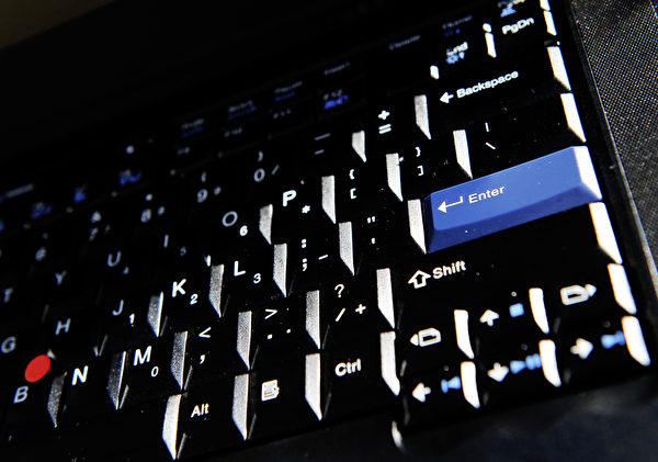 電腦鍵盤上的細菌高出浴室達5倍之多,其中包括對人體健康具危險性的大腸桿菌、大腸菌以及葡萄球菌等。(GREG WOOD/AFP/Getty Images)
