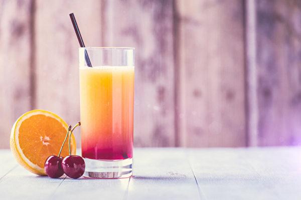 享用含糖饮料时,当心其中暗藏的热量地雷!(Fotolia)