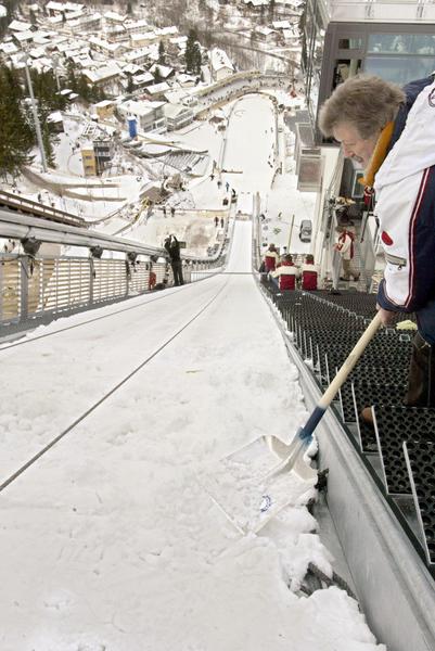 德国现代化奥伯斯特多夫滑雪跳台道。(MICHAEL KAPPELER/AFP/Getty Images)