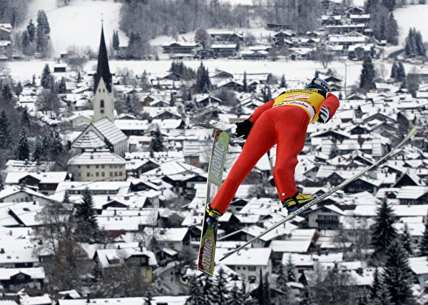 德国奥伯斯特多夫滑雪跳线。(MICHAEL KAPPELER/AFP/Getty Images)