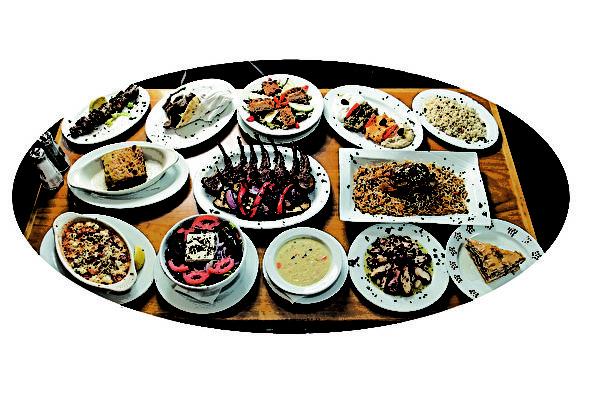 爱维丽为食客准备了最典型最地道的希腊菜,如Spanakopita, Moussaka, Pastitsio和Youvetsi等,这些都是爱维丽菜谱中的特色菜(special dishes)。(张学慧/大纪元)