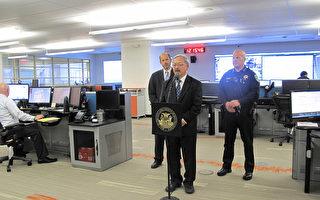 舊金山交通控制中心12月3日啟用,左起:公交局長、舊金山市長和警察局長到場祝賀。(李文淨/大紀元)