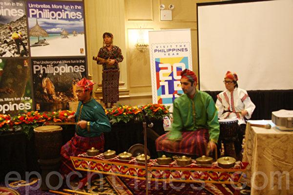 菲律賓原住民舞蹈表演。(任倩雪/大紀元)