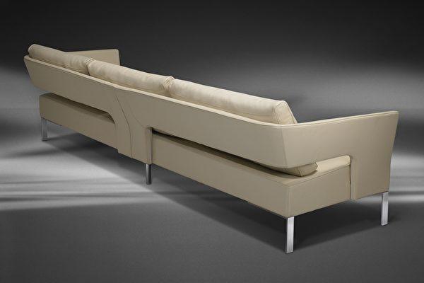 4人座矮沙发优雅柔和,背后的线条同样细致、有设计感。(LEGEND LIFE系列)(图:舒富乐提供)