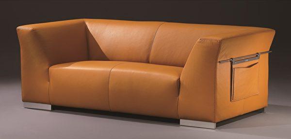 经典的人气款3人座沙发,温暖色泽让人心情愉悦。(LEGEND LIFE系列)(图:舒富乐提供)