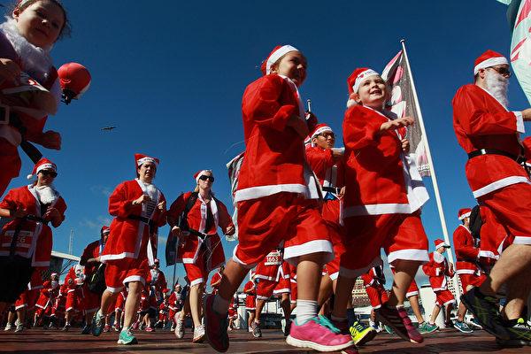 2014年12月7日,澳洲悉尼舉行的第六屆聖誕老人慈善長跑活動。(Lisa Maree Williams/Getty Images)
