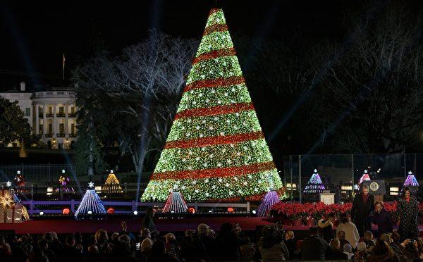 2014年12月4日,美國華盛頓特區,國家聖誕樹點燈儀式。(BRENDAN SMIALOWSKI/AFP/Getty Images)