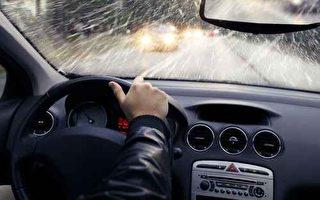 車窗起霧雨天駕駛 視線清楚有妙招