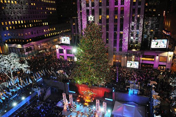 2014年12月3日,美國紐約,洛克菲勒的聖誕樹點燈。 (Brad Barket/Getty Images)