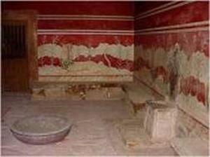 库诺索斯王宫的王座之室,右墙石椅是米诺斯国王的宝座。(图片提供:Dilos Holiday World)
