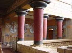 库诺索斯王宫的房间数多达近千间,以迂回曲折的廊道相连接。(图片提供:Dilos Holiday World)