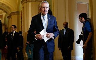 在美国众议院获得通过的1.1万亿政府预算案12月12日(周五)在参议院未能取得进展。参院可能最早在周六对法案进行投票,或将延迟到下周进行。 图:美国参议院多数党领袖瑞德(Win McNamee/Getty Images)