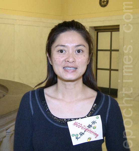 旧金山亚裔选民协会代表招霞非常感谢华人积极抗议,终于获胜。(林骁然/大纪元)