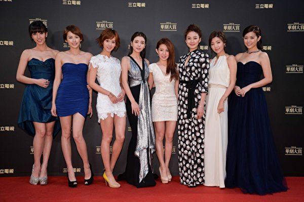 台灣「2014華劇大賞」頒獎典禮於昨天(14日)於台北三立電視台舉行。圖為女演員合影。(三立提供)