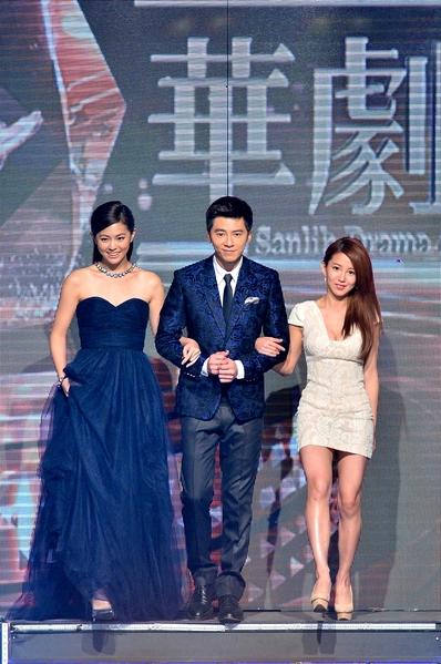 李國毅(中)分別與前後任戲劇女主角任容萱(左)與郭書瑤一起亮相。(三立提供)