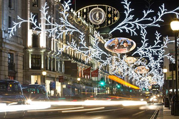 2014年12月7日,英国伦敦市中心摄政街街圣诞灯饰。(JUSTIN TALLIS/AFP/Getty Images)