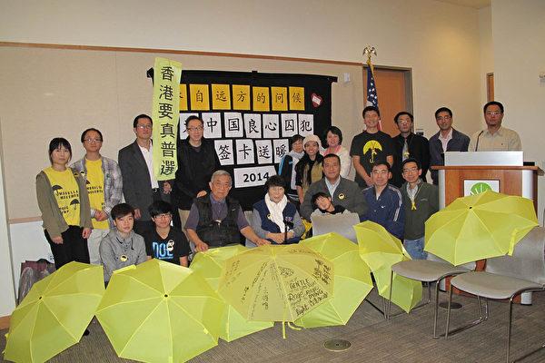 人道中國舊金山灣區舉辦年度聖誕簽卡送愛心活動。(李文淨/大紀元)