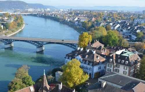 任何非欧盟国家公民的外国人想定居在美丽的瑞士,必须居住在该国10年以上。(fotolia)