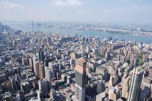 拥有美国永久居民身份5年后,就可以填写公民申请,入籍居住要求是申请入籍前5年,至少居住2年半,同时每年至少居住6个月。图为纽约。(fotolia)