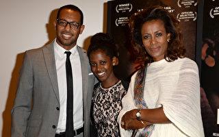 电影《绑架式婚姻》在洛杉矶宽容博物馆举行展映会,(左起)导演梅哈里、主演海奇瑞和女律师阿舍纳菲出席。(Jason Merritt/Getty Images)