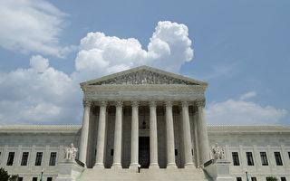 美国的死刑信息中心于2014年12月18日,公布一份数据报告表示,美国在2014年执行处决死刑犯的人数降至20年新低,共有35人伏法。本图为美国华府的最高法院。(Chip Somodevilla/Getty Images)