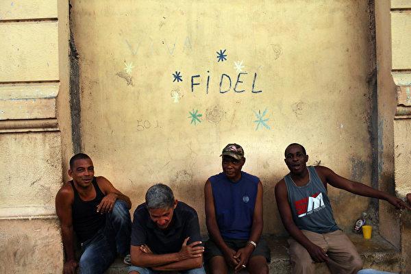 2012年3月21日,古巴第二大城市聖地亞哥的一個街角。(Spencer Platt/Getty Images)