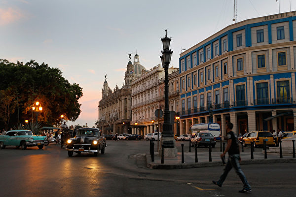 2012年3月26日的古巴哈瓦那。美國上世紀中期的車款,在古巴屢見不鮮。(Joe Raedle/Getty Images)