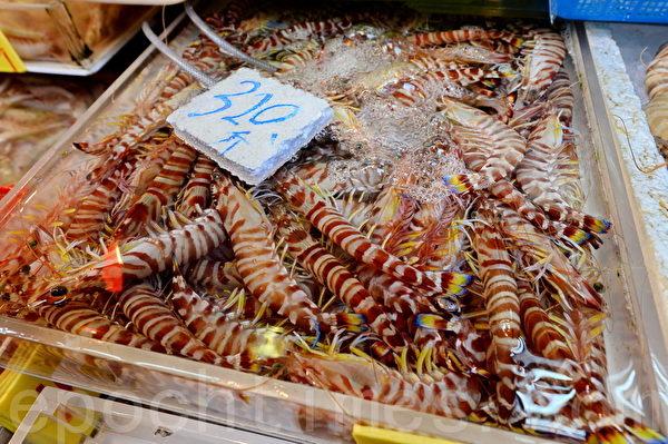 """香港传统""""冬大过年"""",活鸡、蔬菜及海鲜等做节必备食材近日纷纷加价。(宋祥龙/大纪元)"""