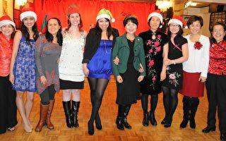 PASSi举办年度庆祝晚宴。PASSi创办人Im Ja Choi(右五)、项目经理Sharon Hartz(右二)及晚会主持注册护理师陈丽玉(右一)与舞蹈队合影。左三为华裔社区协调人潘美惠。 (肖捷/大纪元)