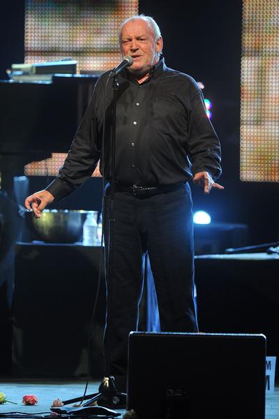 2011年喬‧庫克在蒙特卡羅舉辦的紅十字會晚會上演唱。(Pascal Le Segretain/Getty Images)