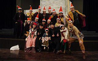 日前高雄才演完第十场,舞台剧演员们戏外应景庆祝圣诞节。(果陀剧场提供)