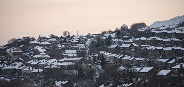 2014年12月27日,英格兰北部马斯登村附近被雪覆盖。(OLI SCARFF/AFP)