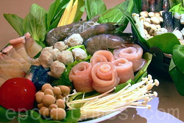 台江渔人港草本优格龙胆石斑片(左起),去刺的虱目鱼丸、皮、背鳍肉与白虾等,都是顶级火锅食材。(赖友容/大纪元)