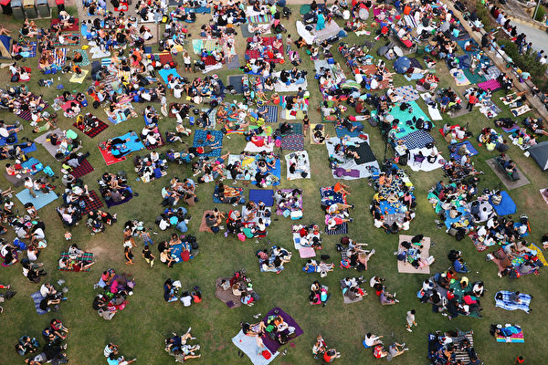 悉尼市长表示,迎接新年的煙花庆祝活动将吸引超过160万的观众,有史以来规模最大。( Brendon Thorne/Getty Images)
