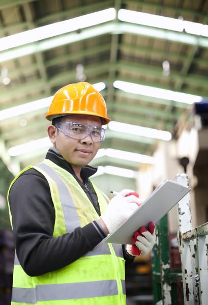 机械工程学系毕业的起薪中位数是62,100美元。(Fotolia)