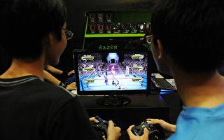 專家表示,從事任何活動過度都有害健康,打電玩也不例外,電玩愛好者必須注意打電玩的潛在風險。(ROSLAN RAHMAN/AFP/Getty Images)