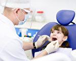 《美国新闻和世界报导》(U.S. News & World Report)近日刚发布一份最新的排行——《2015年最好的100个工作》(100 Best Jobs of 2015)。该报告发现,有40%的最吃香工作来自于医疗行业,其中牙医是今年最吃香的100个工作榜首。(Fotolia)