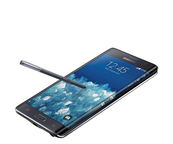 Note Edge机种是全球首部拥有侧边弯曲屏幕的智能手机,硬件规格几乎与Galaxy Note 4相同。(三星提供)