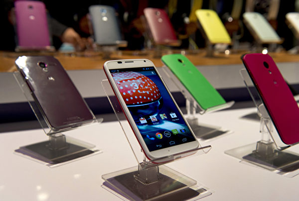 摩托罗拉(Motorola)新一代的Moto X于2014年9月发表,规格较前一代提升。声控功能让用户不用滑机,就可操控手机部分功能。(Don Emmert/AFP)