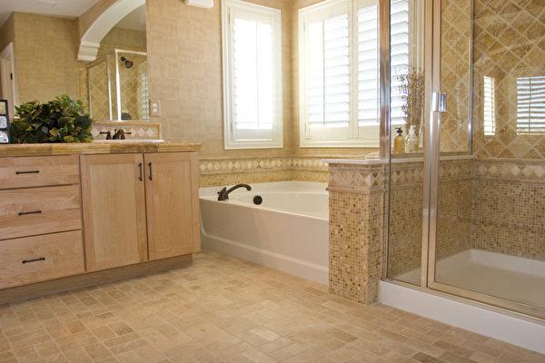环保清洁浴室,不仅能够减低对环境的损害,而且不会影响健康,更可以节省成本。(fotolia)