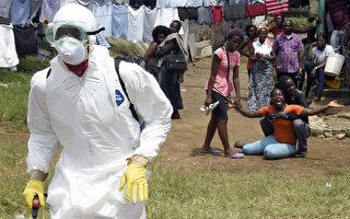 2014年埃博拉疫情,共有2.2萬例確診和疑似病例,西非國家已經有7905人死亡。圖為10月4日,利比里亞首都蒙羅維亞,丈夫感染埃博拉病毒即將身亡,妻子痛不欲生。(PASCAL GUYOT/AFP)