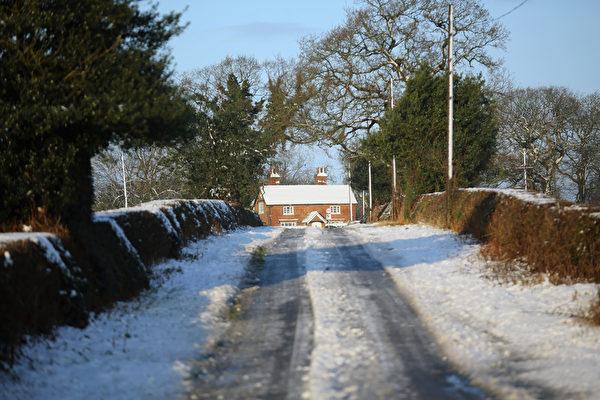 2014年12月27日,英国汉伯里,斯塔福德村风景如画。(Christopher Furlong/Getty Images)